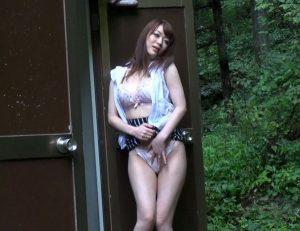 【星野あかり】自慰中毒の人妻が公衆トイレで「もっとイキたいのーーー!」とオマ○コを擦る手が止まらない!