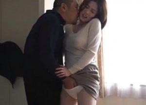 【本庄優花】他人棒で欲求不満淫乱SEX!育児の隙間におじさん連れ込んで自宅で淫獣ファックする主婦