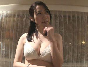 【竹内瞳】クソ真面目な大手銀行法人営業部の人妻が人生初の不倫SEX!緊張で引きつった顔が、みるみる快楽顔に変貌!