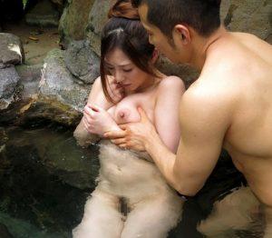 『どうかもう、これっきりにしてください…』御曹司と露天風呂で野外露出浮気SEX!