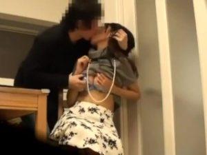 清純そうな人妻が大学生に口説かれて、めちゃめちゃセックスしてる隠し撮り動画!
