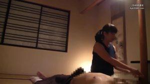 『お触りはダメ…にしてもお客様…ちょっとすっごい大きい…ヒミツにしてくれますか?』熟巨乳の施術師がオトコの上に乗っかって肉棒を味わう!